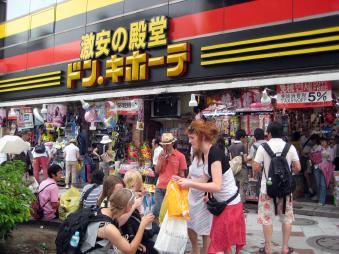 訪日外国人観光客で賑わうドン・キホーテ